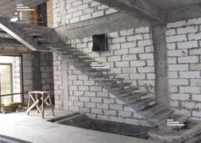 Лестницы бетонные с площадкой
