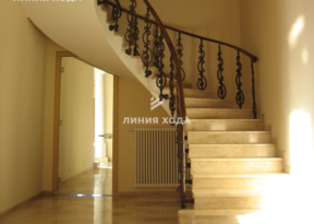 Монолитная лестница в отделке натуральным камнем ООО ЛИНИЯ ХОДА Проект 010_02