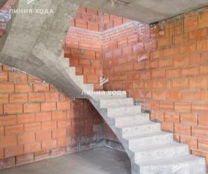 Лестница с площадкой в частном доме ООО ЛИНИЯ ХОДА Проект 032_2