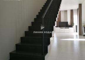 Маршевая лестница на второй этаж ООО ЛИНИЯ ХОДА Проект 003_01 в отделке
