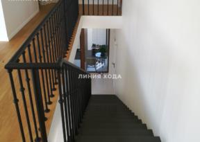 Маршевая лестница на второй этаж ООО ЛИНИЯ ХОДА Проект 003_08 в отделке