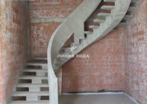 Монолитная лестница на второй этаж с бетонным ограждением ООО ЛИНИЯ ХОДА Проект 002_01