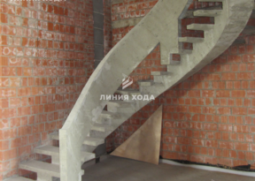 Монолитная лестница на второй этаж с бетонным ограждением ООО ЛИНИЯ ХОДА Проект 002_03
