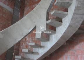 Монолитная лестница на второй этаж с бетонным ограждением ООО ЛИНИЯ ХОДА Проект 002_05