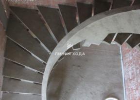 Монолитная лестница на второй этаж с бетонным ограждением ООО ЛИНИЯ ХОДА Проект 002_06