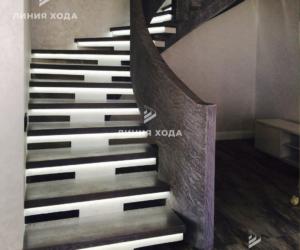 Монолитная лестница на второй этаж с бетонным ограждением ООО ЛИНИЯ ХОДА Проект 002_02 в отделке